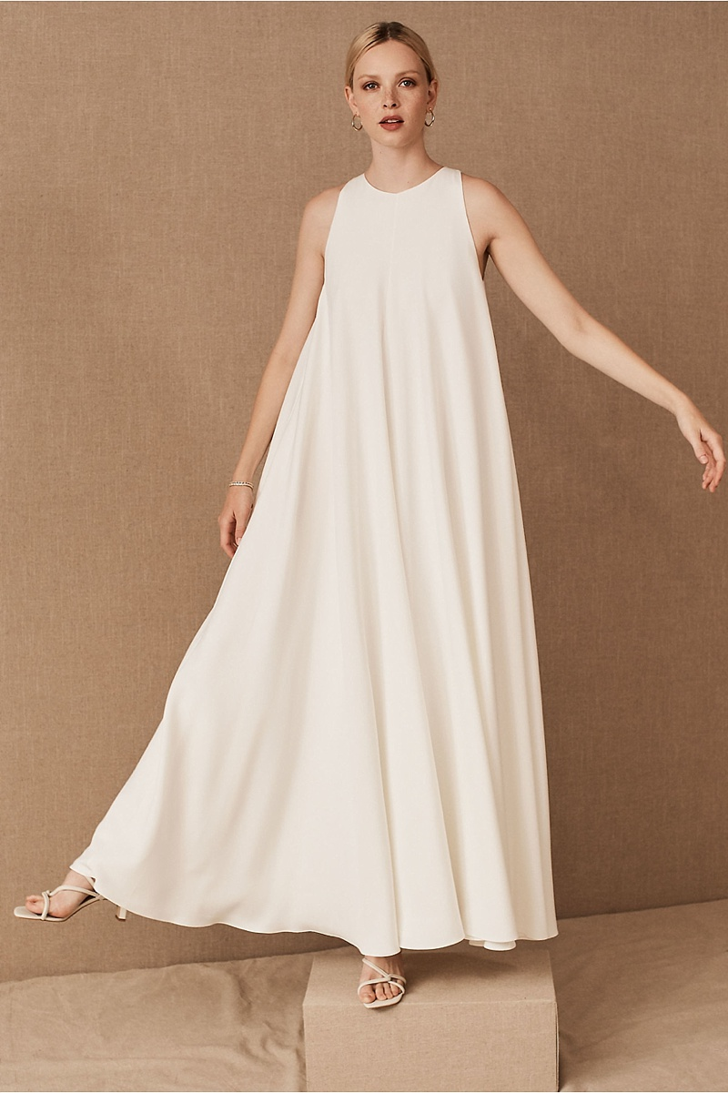 Flowy chic and effortless white wedding dress with pockets made of crepe fabric