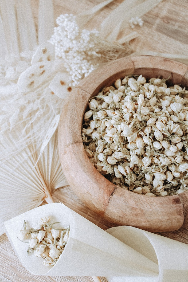 Eco friendly and biodegradable dried jasmine flower buds for cottagecore wedding toss confetti