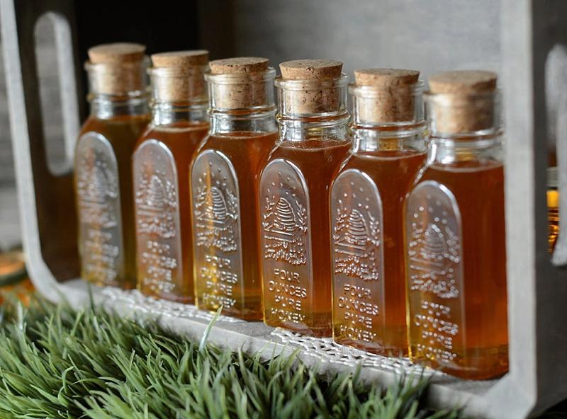 Elegant honey jar wedding favors for cottagecore wedding
