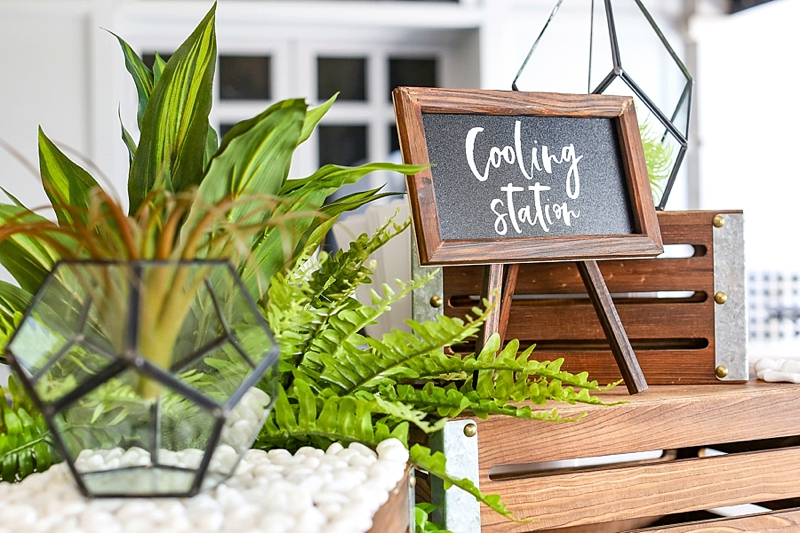 Mini DIY chalkboard sign for wedding food and drink stations made with Cricut Explore Air 2 and white vinyl