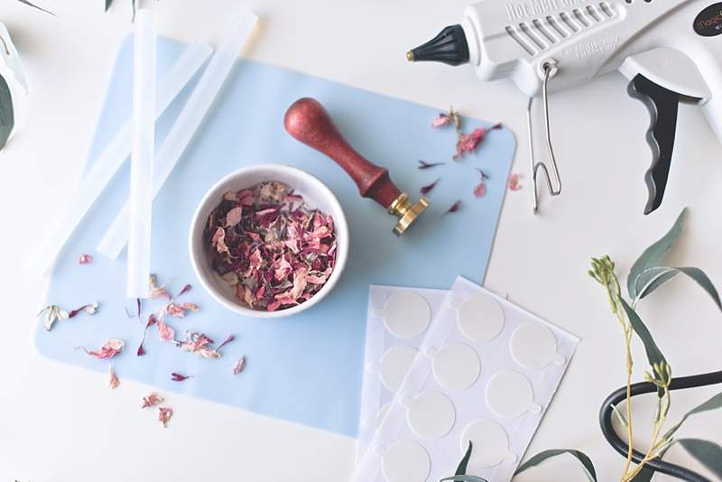 How to make vellum inspired wax seals for garden wedding invitations