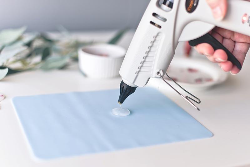 How to create wax seals with a glue gun