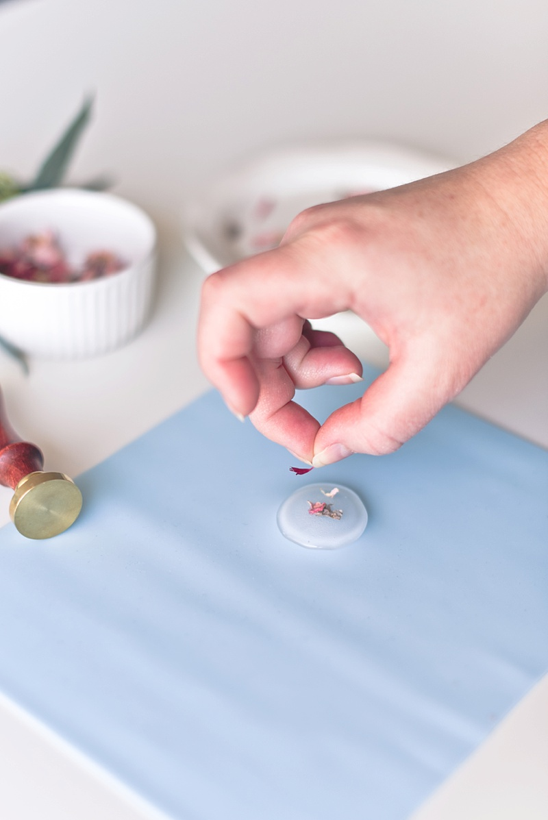 How to create wax seals with a glue gun and dried flowers