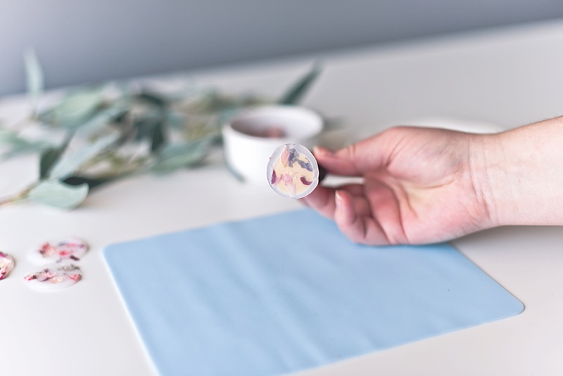 Making vellum wax seals with dried flowers and clear hot glue