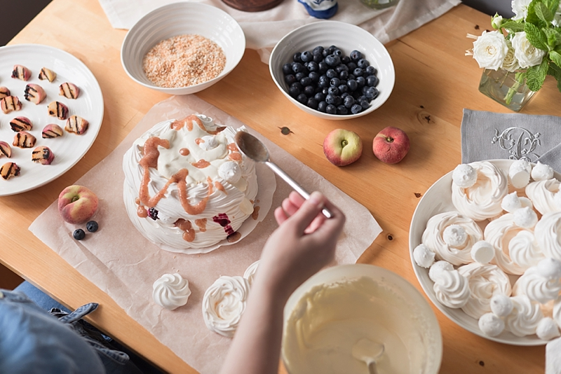 How to assemble a pavlova meringue layer cake for a DIY wedding