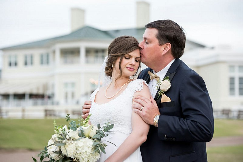 Classic handmade wedding at Independence Golf Club in Midlothian Virginia for outdoor and indoor wedding ceremony and reception