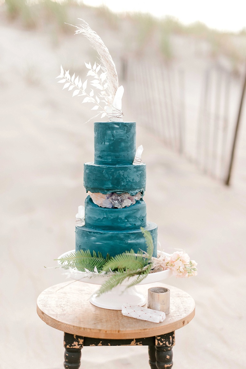 Gorgeous blue boho fault line wedding cake inspired by raw selenite crystals